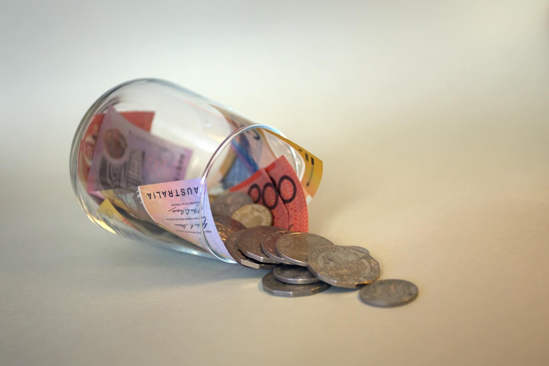憧れの一人暮らしなのにお金が貯まらない!貯金できない時の解決策は?